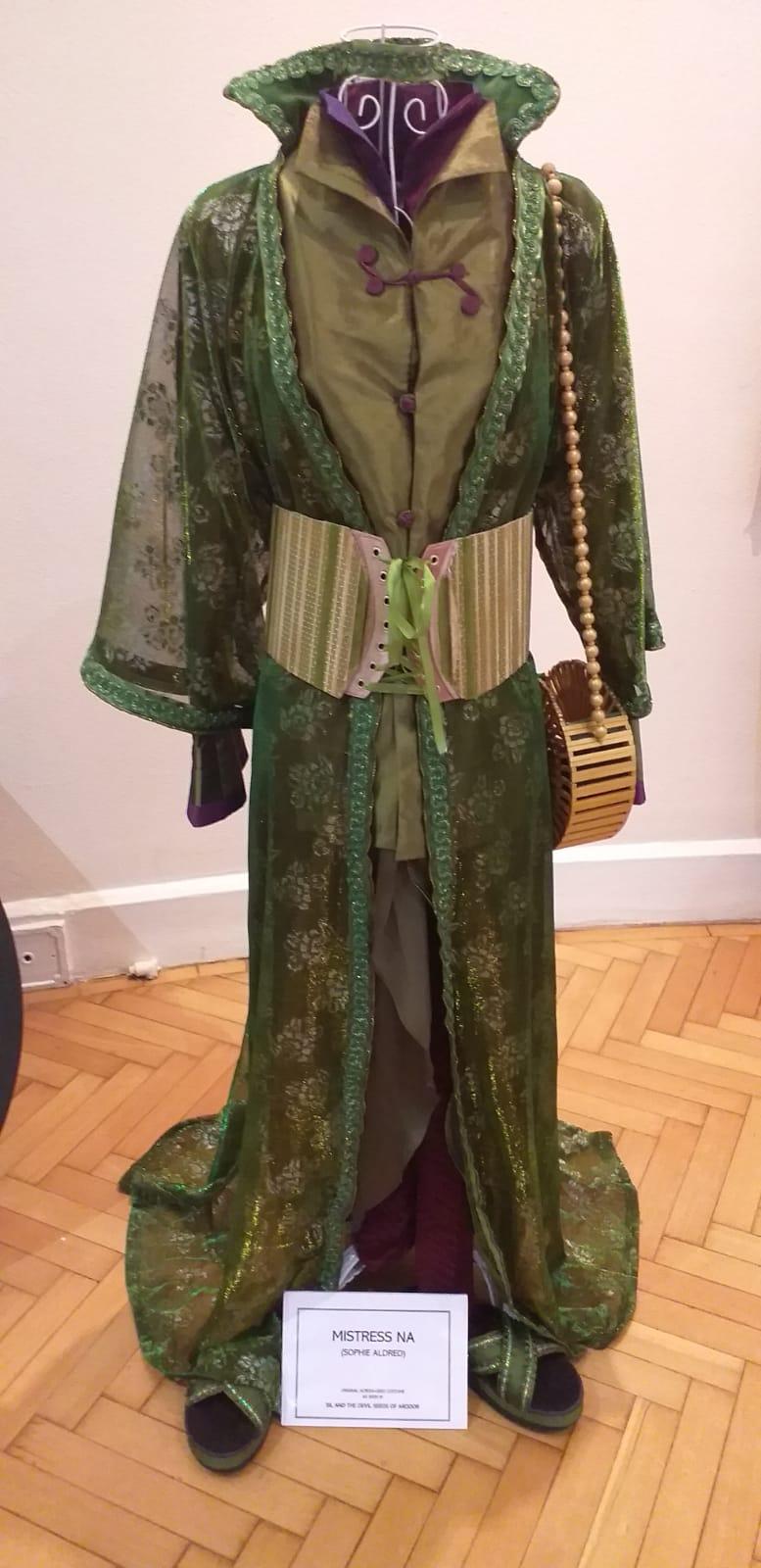 Mistriss Na's costume